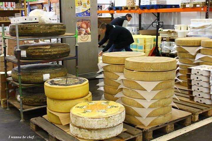 Сырный павильон. Ранжис (Франция) - сердце оптовых продаж Европы.