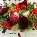 Салат с печеной свеклой и клубникой