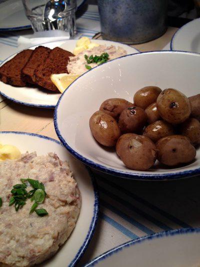 Рецепт молодого картофеля, жареного в кастрюле