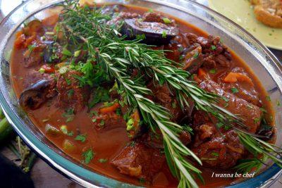 Кокинисто – тушеная телятина по-гречески