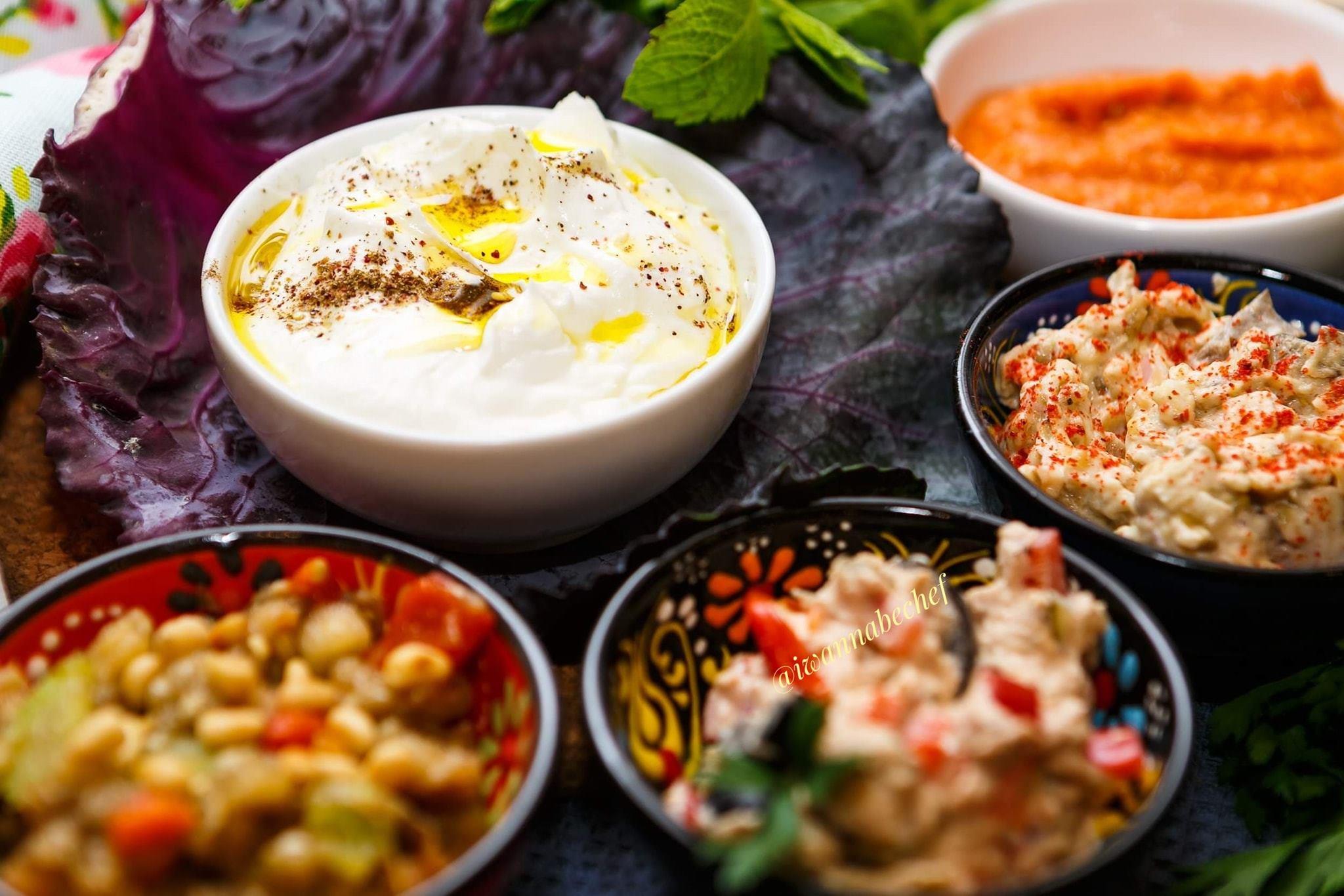 Лабене с оливковым маслом и заатар